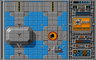 Some bonus items seem to make you unbeatable. Like this one, with heat seeking missiles and bullets everywhere. Too bad it only lasts a few seconds...